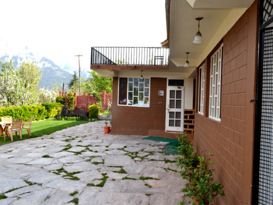 Himachal Valley's Cottages in Manali - Lawn